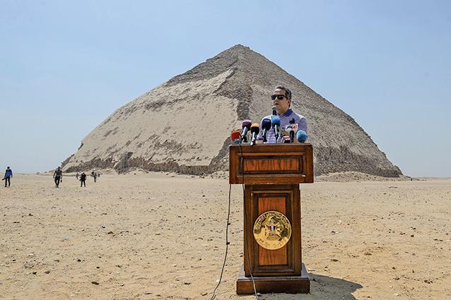埃及古文物當局於7月13日宣佈開放曲折(Bent)金字塔及其周邊金字塔供遊客參觀。(AFP)