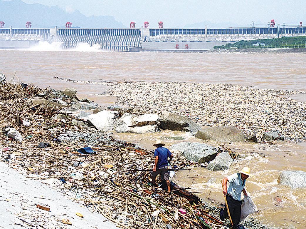 三峽庫區浮在水面的垃圾。(AFP)