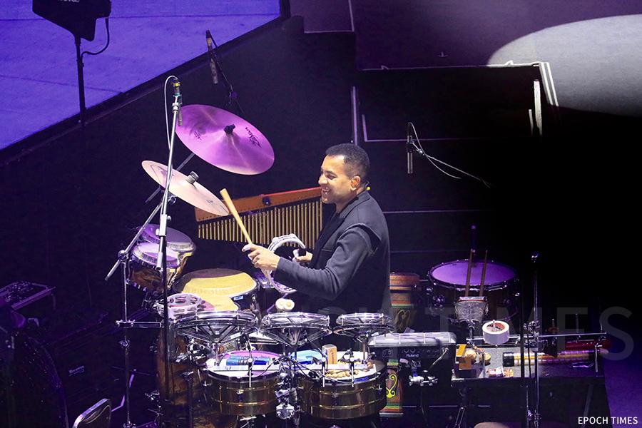 David深受香港樂壇青睞,曾參與多個香港歌手的演唱會。(受訪者提供)