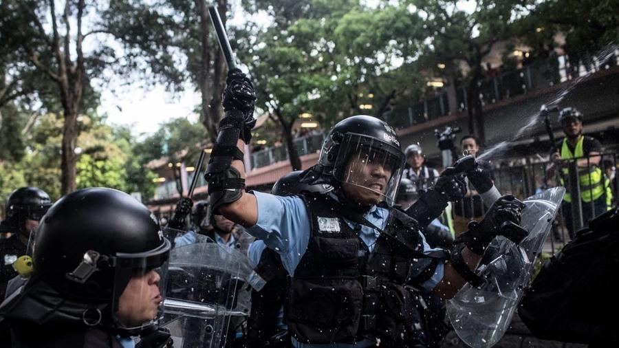 被捕者遭警報復 打至骨折 雷射筆射眼 威脅電擊私處