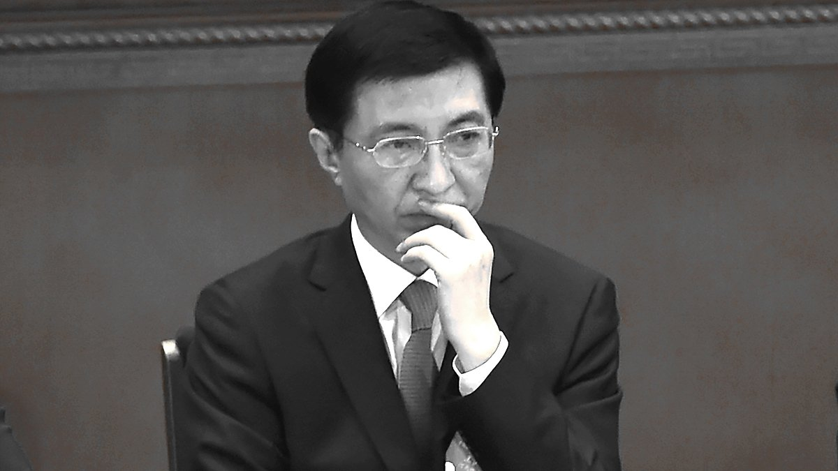 中共大腦王滬寧7月接連主持兩場重要會議,曝光率大增。有港媒稱,這顯示王深受習近平倚重。(WANG ZHAO/AFP/Getty Images)