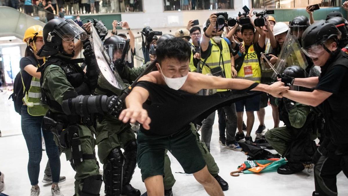 7月14日,香港沙田遊行爆發警民衝突。(PHILIP FONG/AFP/Getty Images)