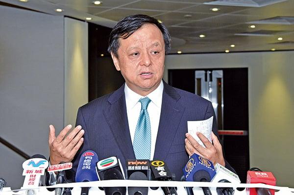 百威亞太上周日宣佈推遲在香港的上市計劃,港交所行政總裁李小加認為這是單一個案,與香港整體新股集資市場環境無關。(郭威利/大紀元)