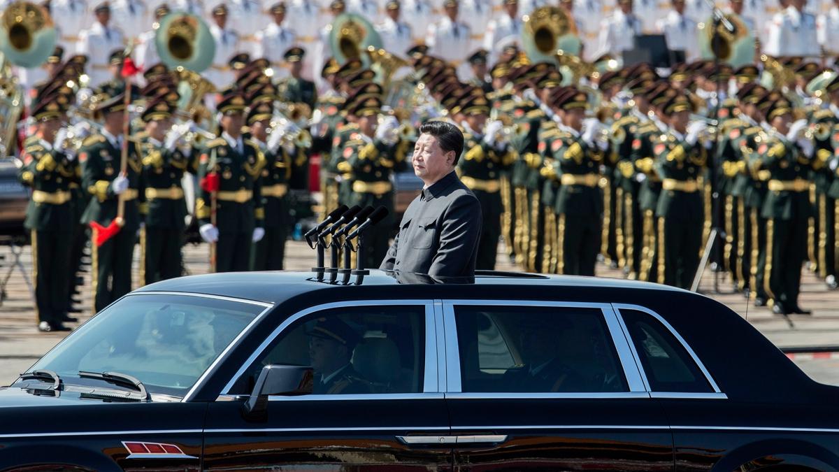 評論文章說,閱兵、軍演是為了讓中共軍隊向軍委主席效忠、提升個人威望。(Kevin Frayer/Getty Images)