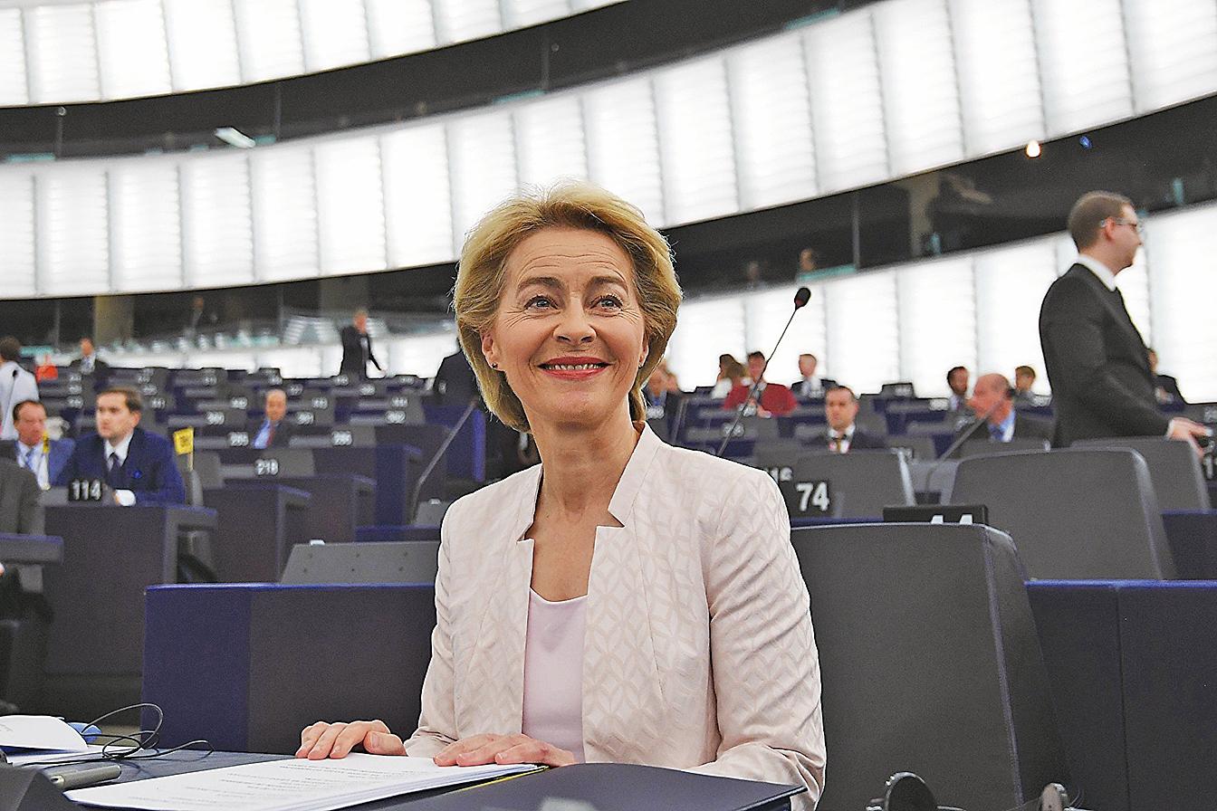 歐議會投票通過由德國防部長馮德萊恩(Ursula von der Leyen)任下屆歐盟委員會主席。(AFP)