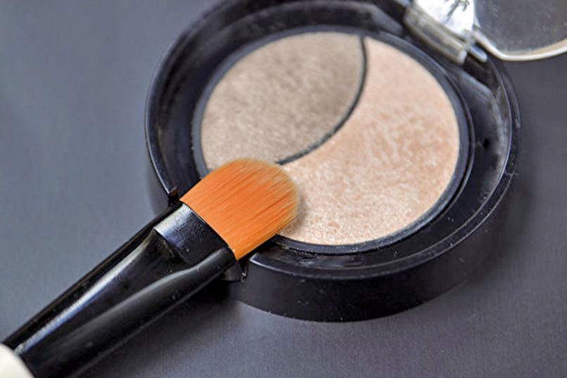 5款化妝品疑似含有石棉類成份,恐有致癌風險。(Shutterstock)