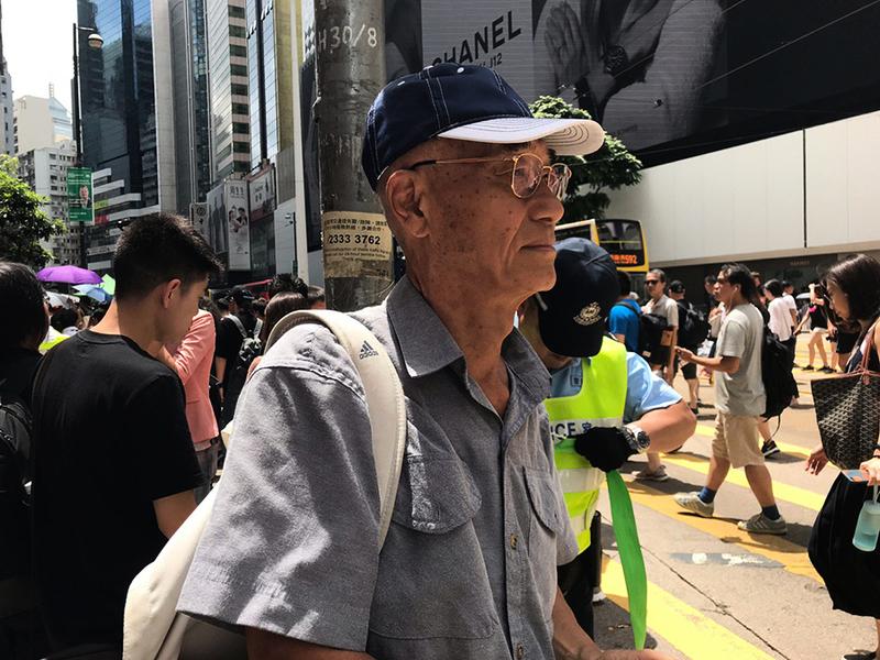 【法輪功反迫害20周年遊行】78歲陳伯:支持法輪功 相信善惡有報