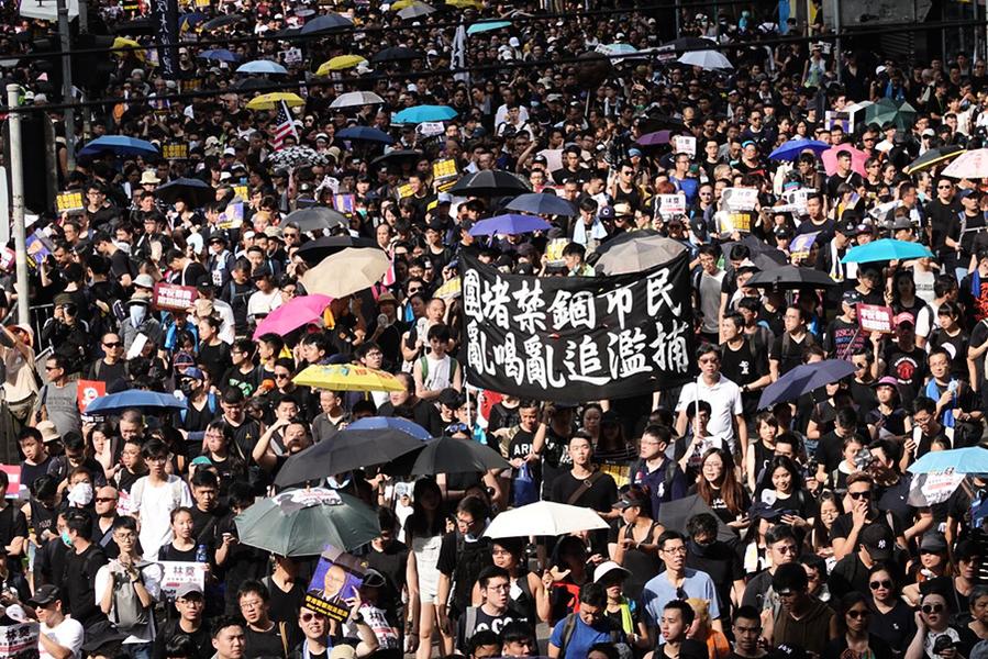 香港「過來人」致青年人:保存自己堅持抗爭
