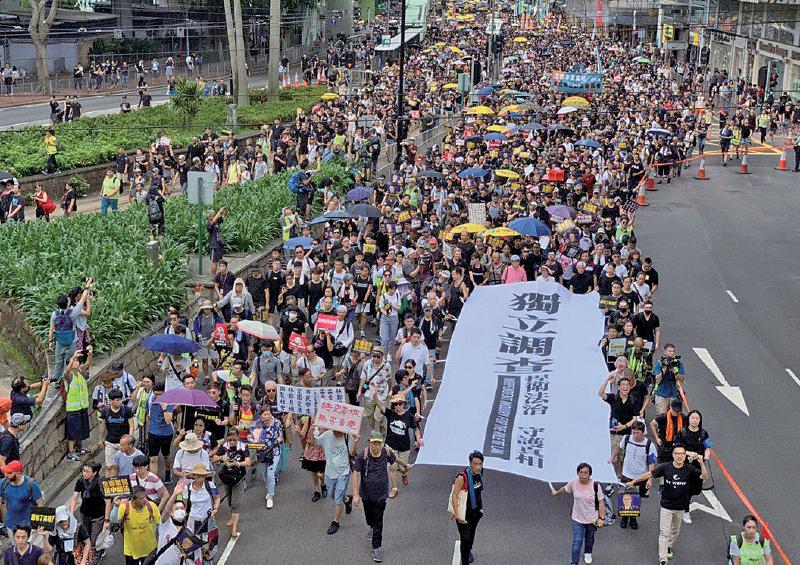 昨日再有43萬人上街遊行,要求設立獨立調查委員會調查還反送中運動期間各事件的真相,撤回《逃犯條例例》修訂等五大訴求。(李逸/大紀元)