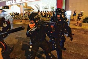 警放催淚彈 開橡膠彈及槍