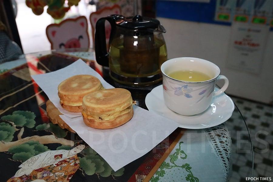 靈芝茶、紅豆餅是故鄉茶寮的經典下午茶。