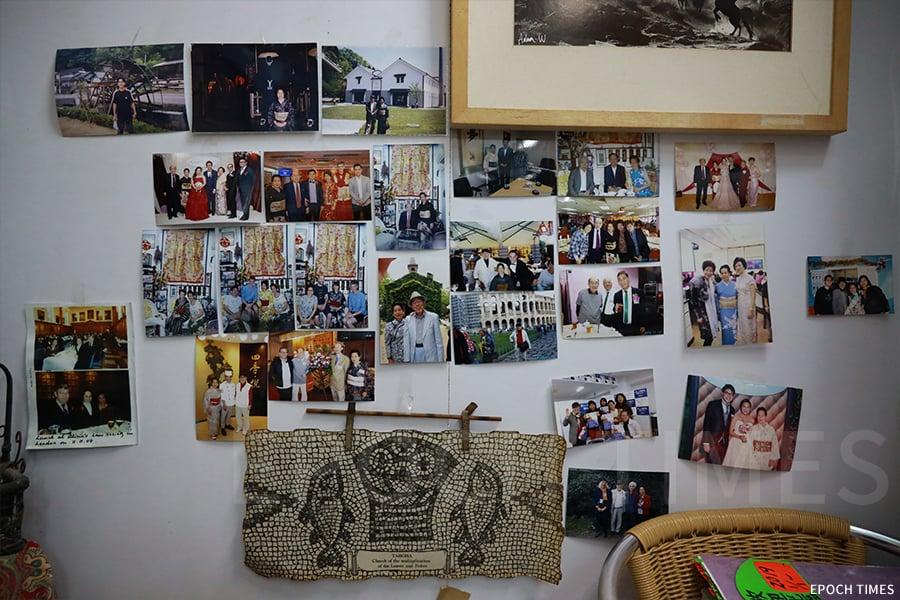 故鄉茶寮小店牆上貼滿了相片,是吉野一家的溫馨回憶。