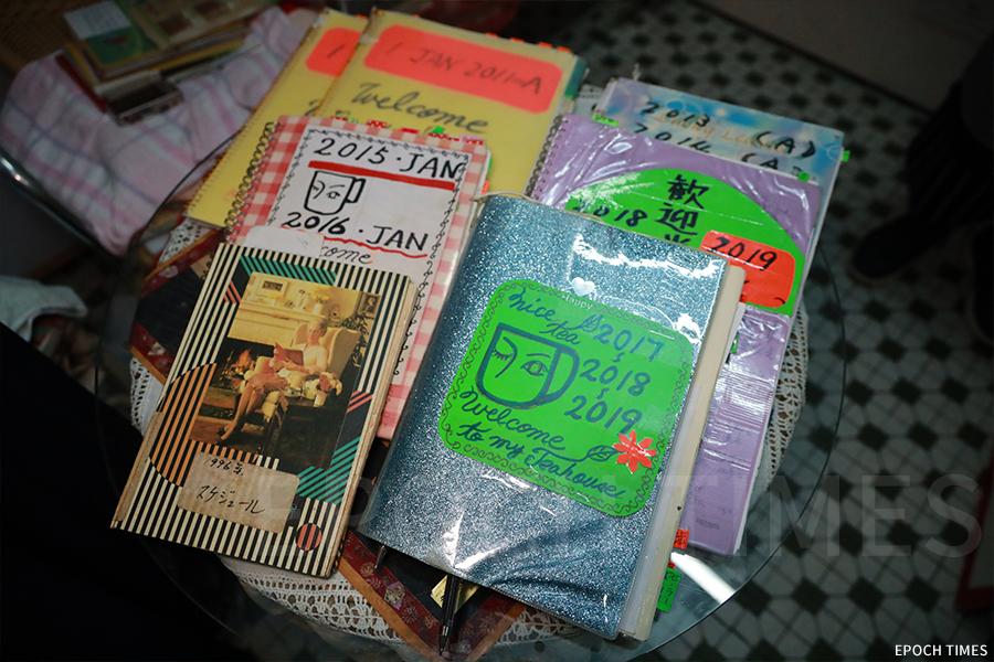 故鄉茶寮的留言冊,已經寫滿了厚厚的幾大本。