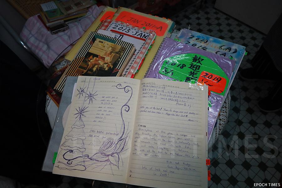 故鄉茶寮的留言冊,來自世界各地的客人在其中上寫下感言。
