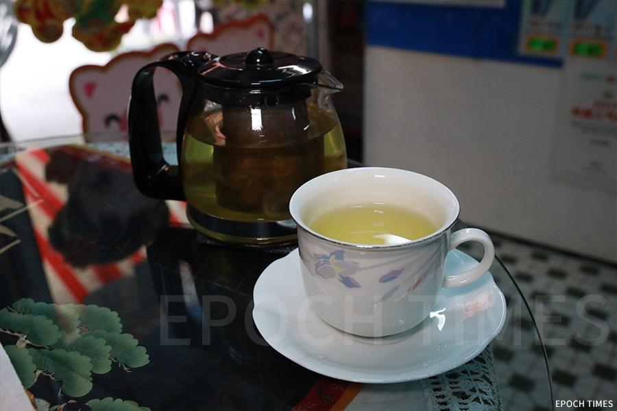 故鄉茶寮的靈芝茶。
