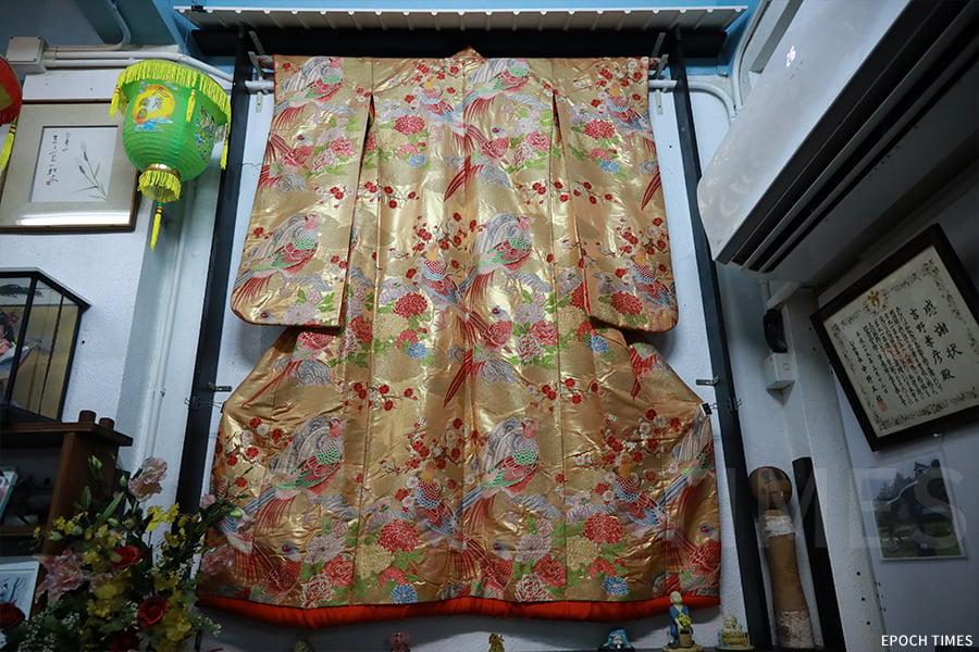 茶寮中掛起的和服。