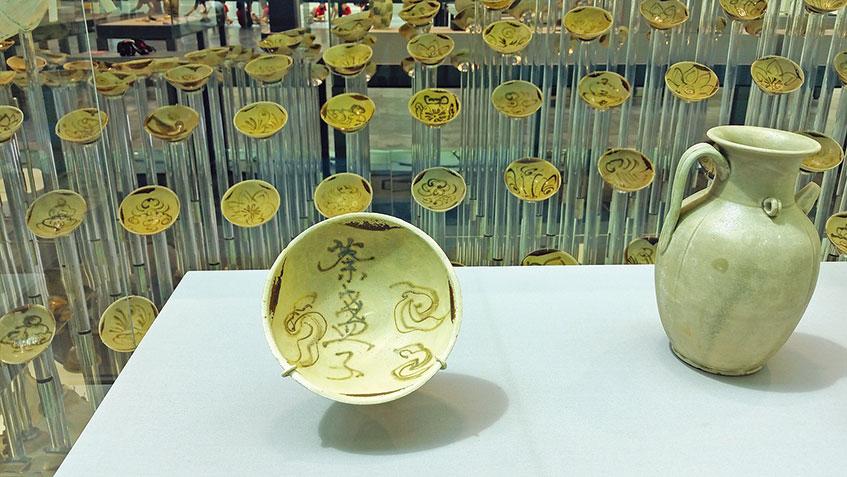 【附圖2】唐朝長沙窯製,寫有「荼(茶)盞子」的碗。(沈靜/大紀元)
