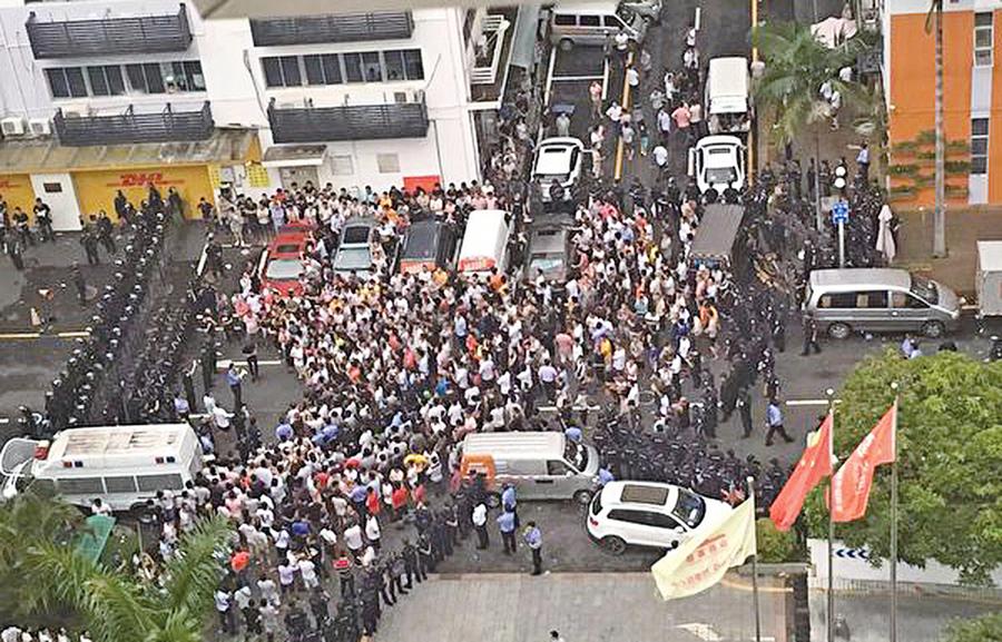 維權圍堵貨拉拉總部 粵數千司機遭鎮壓