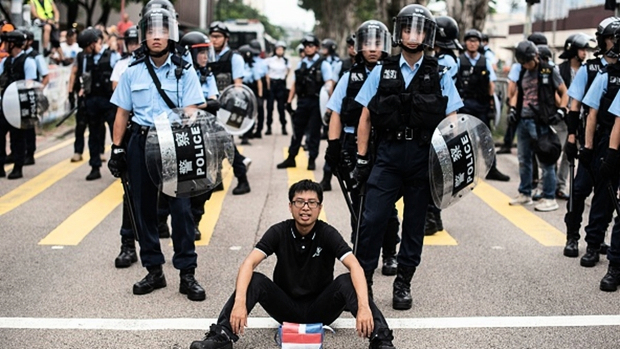 歐洲議會首次制裁香港:禁止向港警提供鎮暴裝備