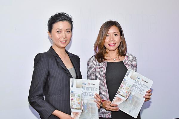 香港零售管理協會主席謝邱安儀(左)和畢馬威中國亞太區消費品零售行業主管合夥人兼香港區科技行業主管合夥人利安生(右)。(郭威利/大紀元)