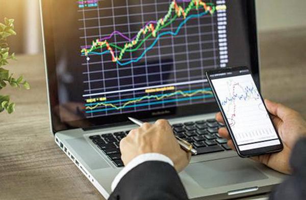 股價圍繞公司價值波動,那麼,公司價值如何判斷呢?這是一個難題,估值永遠沒有絕對的數值。(Adobe Stock)