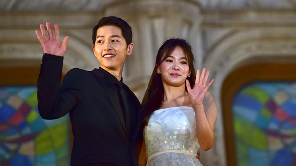 南韓藝人宋仲基、宋慧喬上個月閃電離婚。日前,宋慧喬又再度拋出震撼彈,說想暫時退出演藝圈,休息一段時間。 (JUNG YEON-JE/AFP/Getty Images)