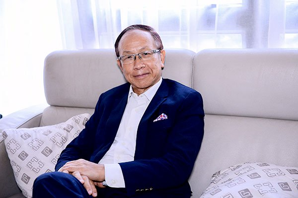 前社會福利署署長、前香港駐倫敦經濟貿易辦事處處長梁建邦接受《大紀元時報》專訪。(宋碧龍/大紀元)