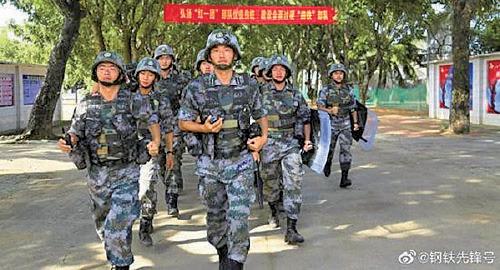 中共74軍於在廣東湛江模擬反恐演習。(微博截圖)