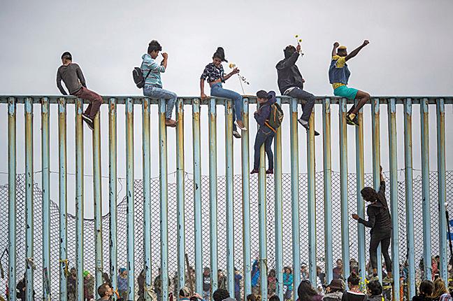 美國國土安全部宣佈「快速遞解」新規定。圖為美墨邊境圍牆。(Getty Images)