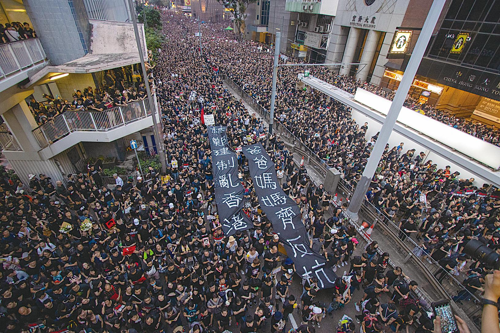 6月16日,香港200萬人參加「反送中」大遊行,他們堅持要求港府撤回修例等訴求。(蔡雯文/大紀元)