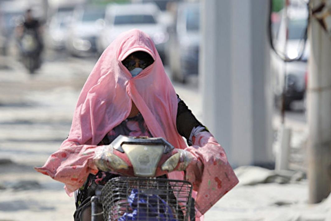 「大暑」節氣23日正式登場。目前正在籠罩中東部多地的高溫,或將持續至8月上旬。(圖/大紀元資料室)