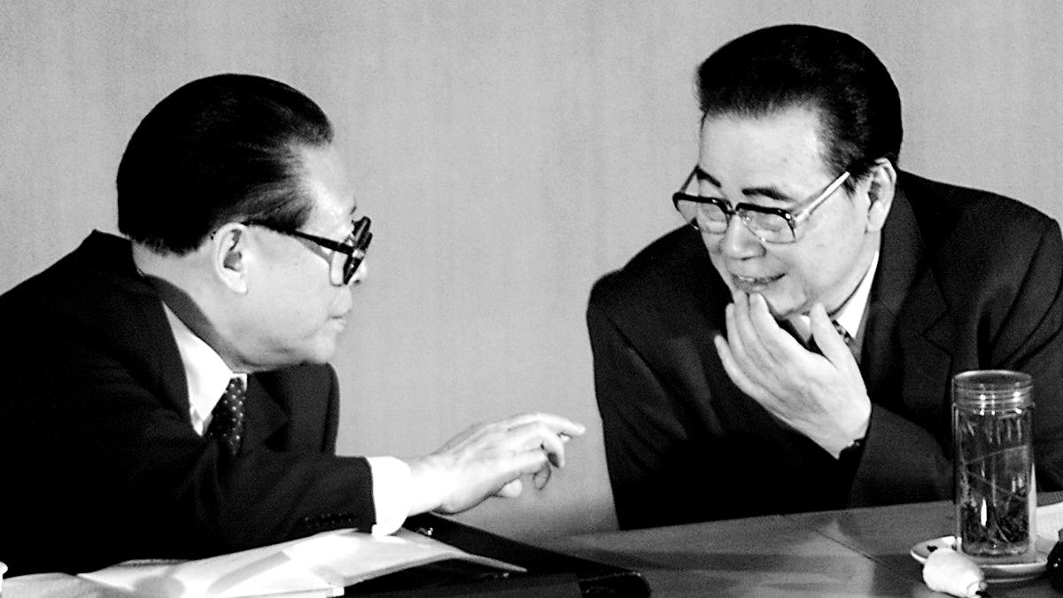 王維洛博士曾揭露,三峽工程是當時江澤民與李鵬之間的一筆政治交易,當年江將此工程硬上馬,禍害了國家。(GOH CHAI HIN/AFP/Getty Images)