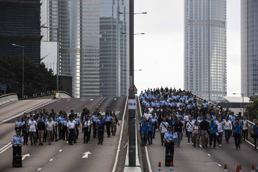 外界擔心中共正計劃對香港訴諸武力,或直接導致六四事件的重演。(ISAAC LAWRENCE/AFP/Getty Images)