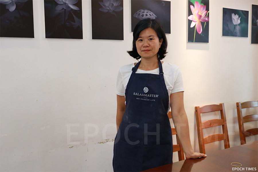 兩個孩子的母親,現居住在意大利的香港人Sharon,最近回港首次舉辦親子烹飪班。(陳仲明/大紀元)