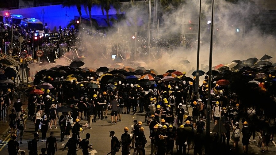 中共兩萬軍隊進駐香港?局勢危急各方評說