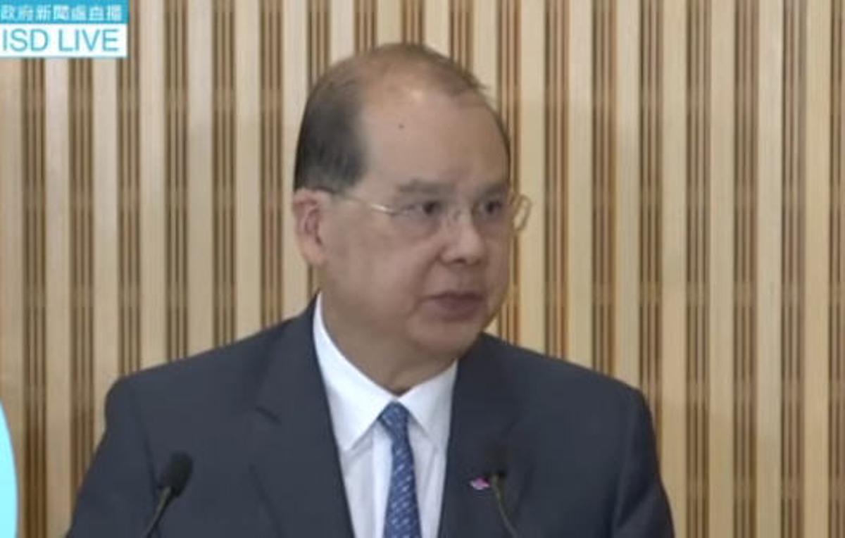 香港政務司司長張建宗7月26日在記者會上首次就香港警方處理元朗襲擊事件的手法表示道歉。(影片截圖)