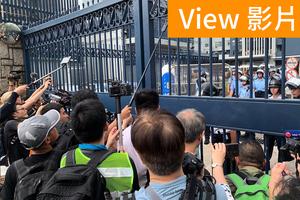 【7.27影片】元朗警署被包圍 警方嚴陣以待