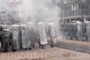 7.27元朗遊行28.8萬人上街 警多處放催淚彈清場