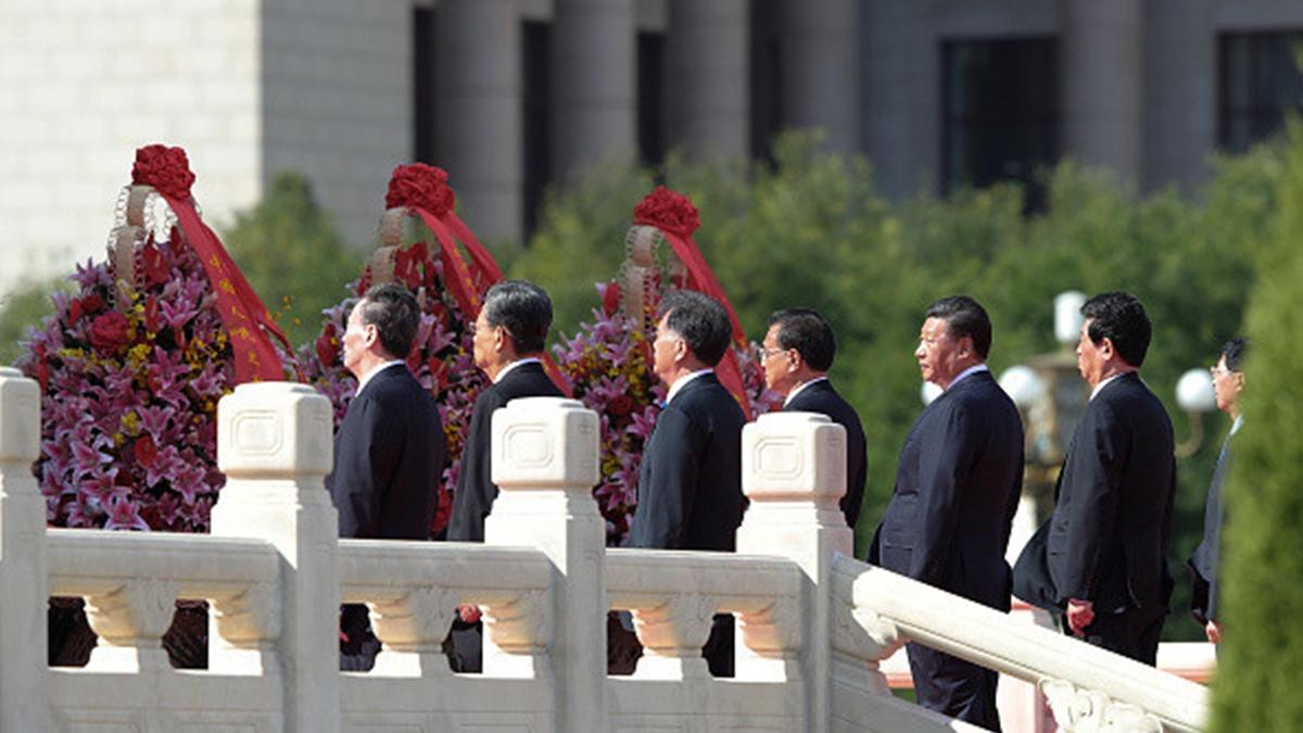 看中國分析說,十九大後不足兩年裏,中共最高領導層八人的權力格局就頗為畸形了,可以說是中共走到末日的怪胎。(Lintao Zhang/Getty Images)