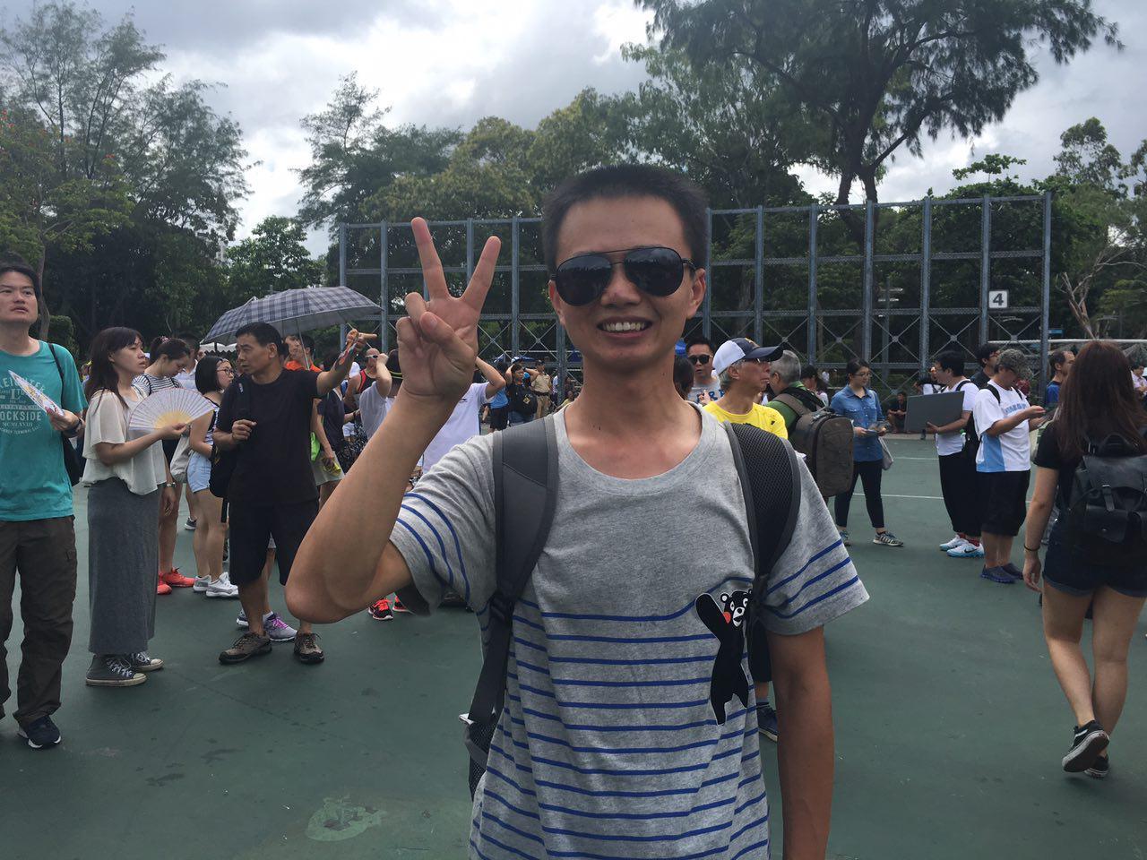 現年30餘歲的深圳商人許先生,今年是第二次參加七一大遊行。他表示,「因為香港和中國大陸的是息息相關的,如果說香港不民主的話,大陸就更不要提民主了。我覺得香港他是一個將來可能成為中國民主的典範吧。」(梁珍/大紀元)