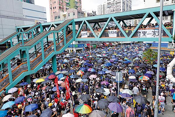 27日有28.8萬市民參與元朗另類遊行,反送中、抗議7.21元朗暴力事件及警方執法不力。(余剛/大紀元)