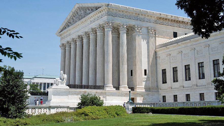美國最高法院7月26日裁決,解除下級法院的禁令,允許政府調用國防部資金建邊境牆。(Getty Images)