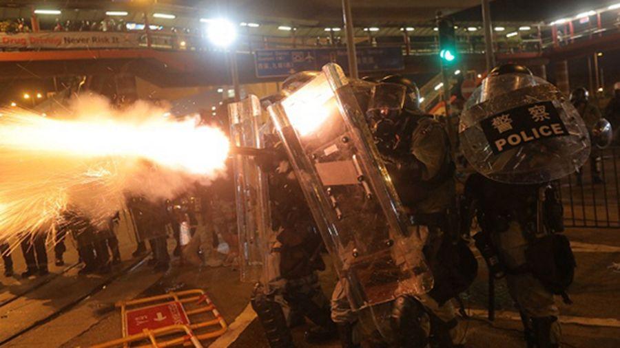 香港警方的催淚彈壓不住港人的怒火, 香港7.28抗爭多地開花。(VIVEK PRAKASH/AFP/Getty Images)