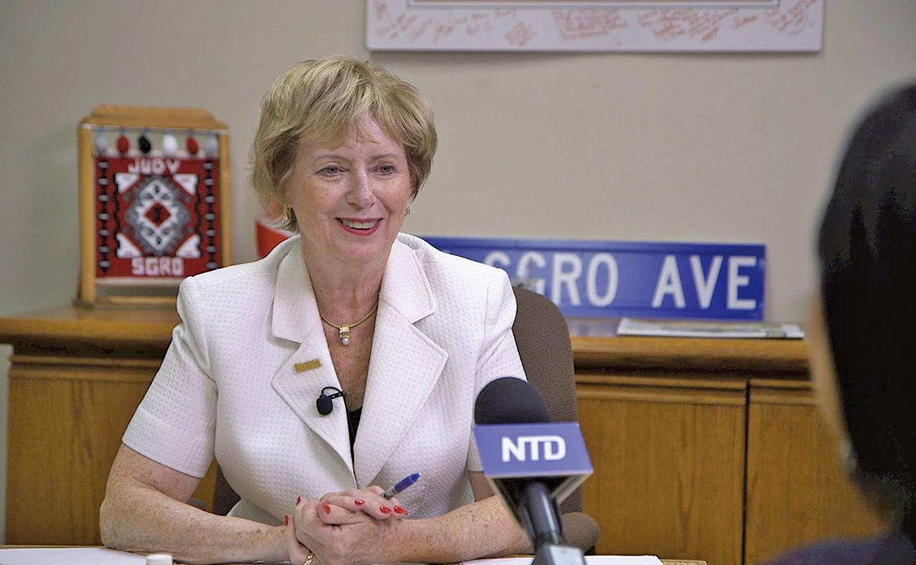 加拿大資深國會議員斯格羅在接受採訪時說:「『真、善、忍』是所有加拿大人認同的基本價值觀」。(新唐人電視)