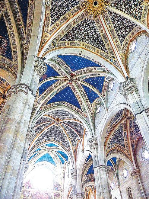 修道院教堂天花板上有滿天的星晨為裝飾。(章妮妮/大紀元)