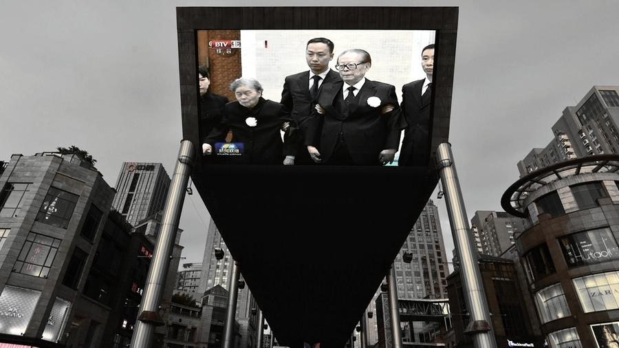 江澤民被架進李鵬葬禮 胡溫朱集體缺席藏玄機