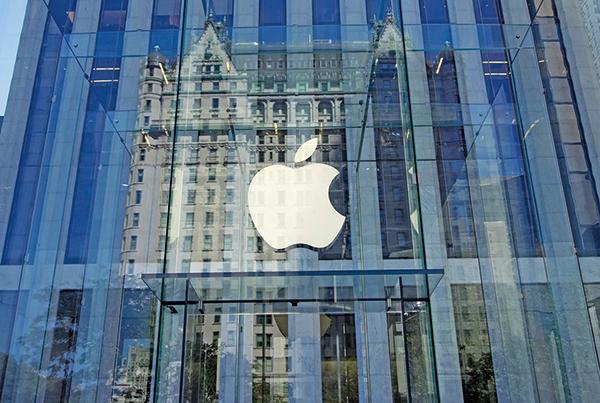 蘋果公司是美國企業中買回自家股票最積極的公司,5年間共買回2,840億美元。(AFP)