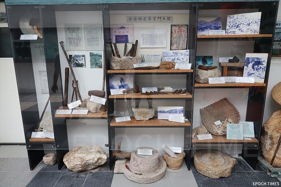 館內的採石器材展品。(陳仲明/大紀元)