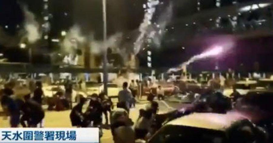 香港私家車放煙花炸傷抗議者 港警霰彈槍瞄準人群