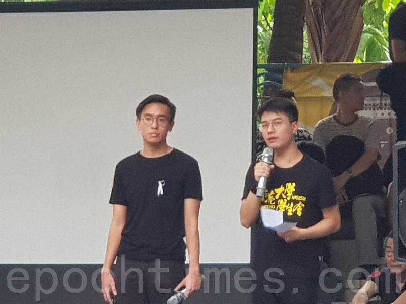 港大學生會署理會長黃程鋒(右)。(駱亞/大紀元)